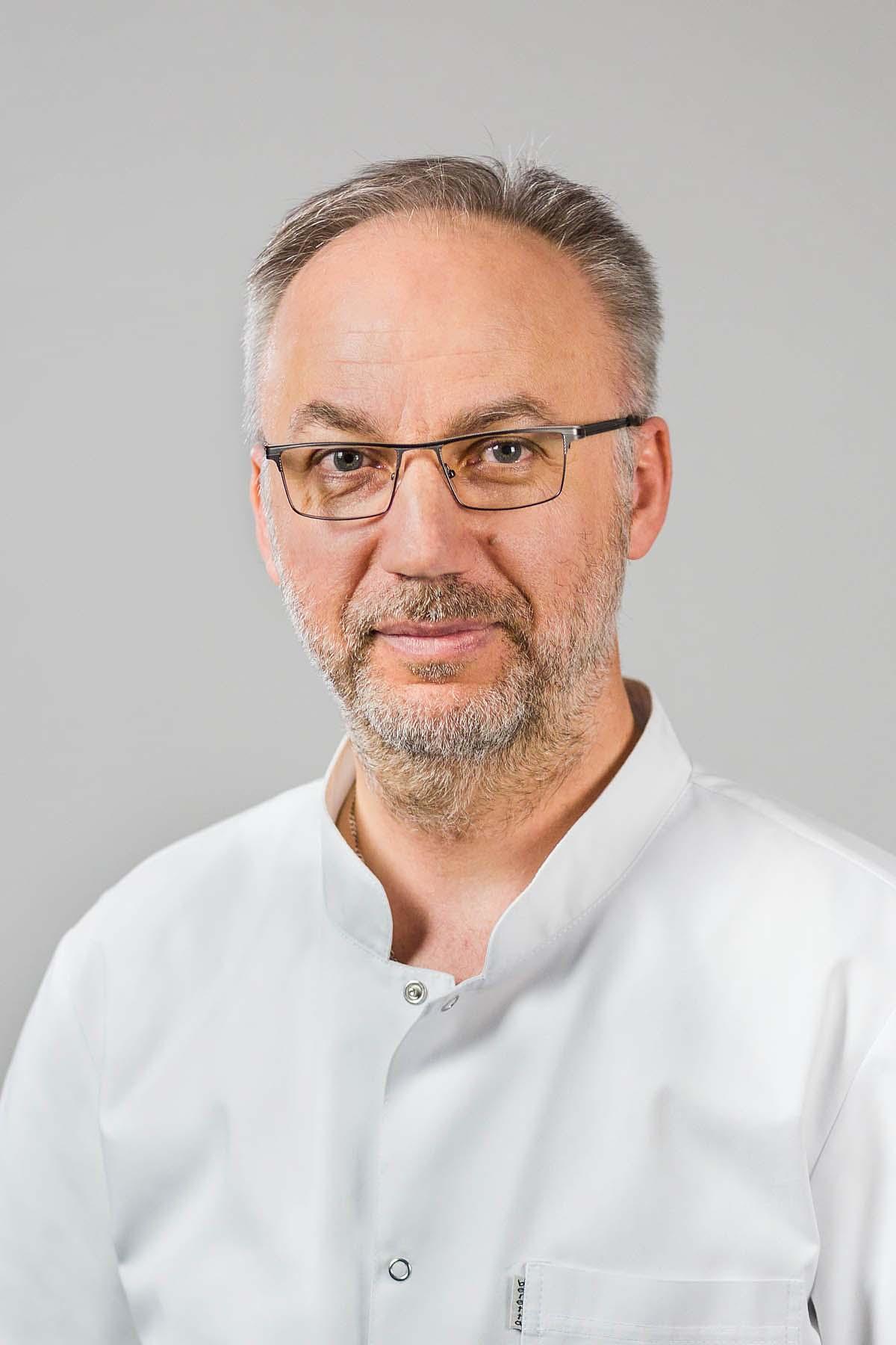 dr n. med. Grzegorz Kiwic