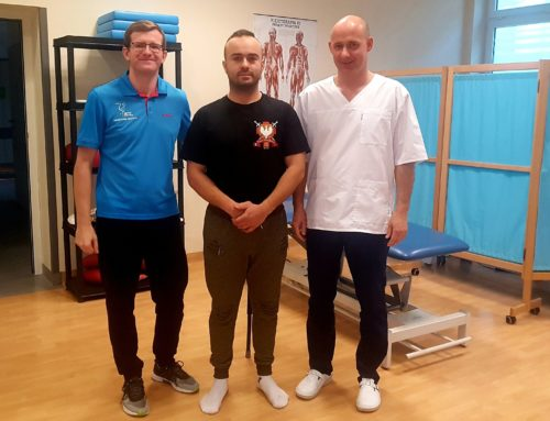 Piłkarz ręczny Artur Rurarzw Sport-Klinice